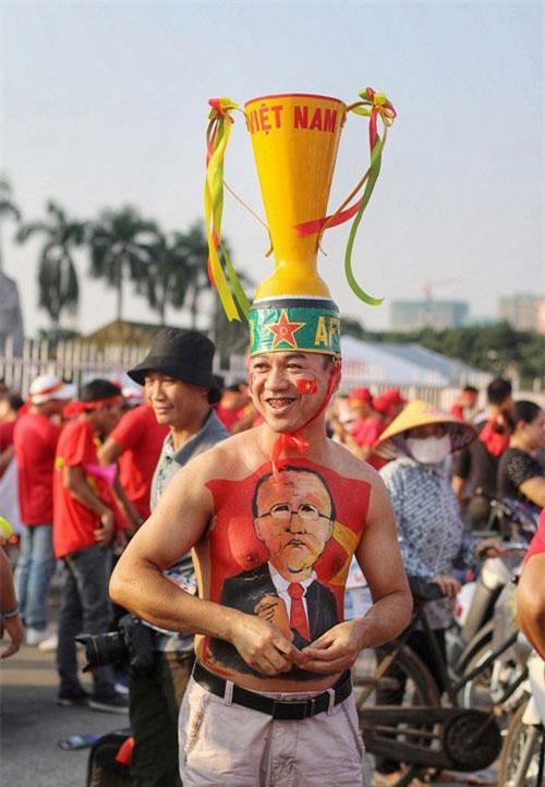 """Nhìn lại những màn hóa trang """"độc nhất vô nhị"""" của CĐV Việt gây """"sốt"""""""