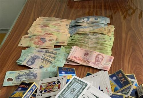 """Triệt xóa sới bạc, bắt giữ đối tượng tín dụng """"đen"""", thu giữ gần 50 triệu đồng"""