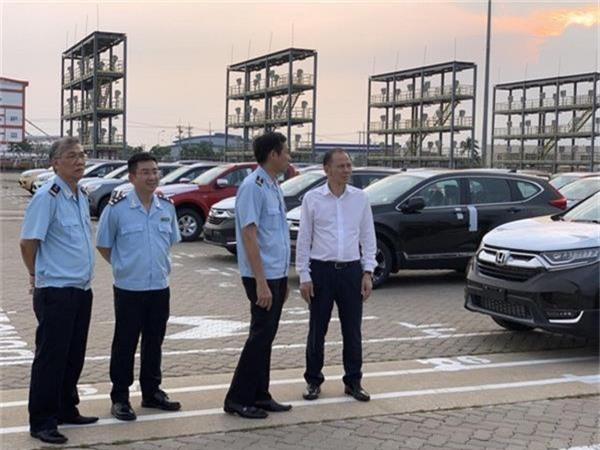 Còn hơn 1.800 xe ô tô nhập khẩu tại cảng Hiệp Phước - Ảnh 1.