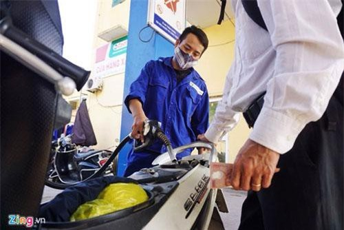 Giá xăng dầu dự kiến sẽ được điều chỉnh từ ngày 1/1/2019. Ảnh: Việt Linh.