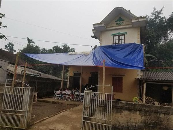 Tiền vệ Hà Đức Chinh dành dụm tiền thưởng mới nâng cấp được căn nhà mà bố xây từ lâu
