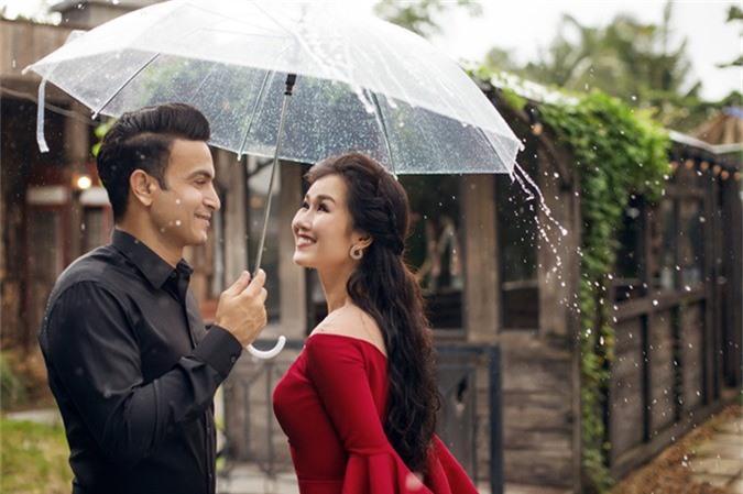 Võ Hạ Trâm tiết lộ ảnh và thiệp cưới với hôn phu Ấn Độ