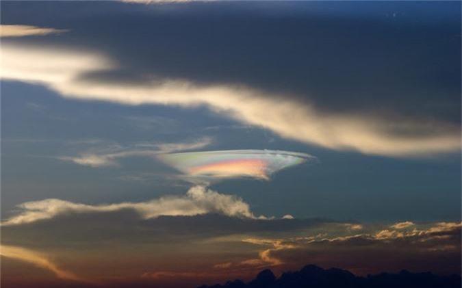 Bi an gay soc o vung dat UFO lien tuc xuat hien-Hinh-4