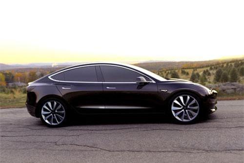 1. Tesla Model 3 (doanh số: 122.612 chiếc).