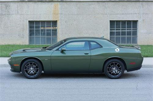 4. Dodge Challenger (doanh số: 70.816 chiếc).