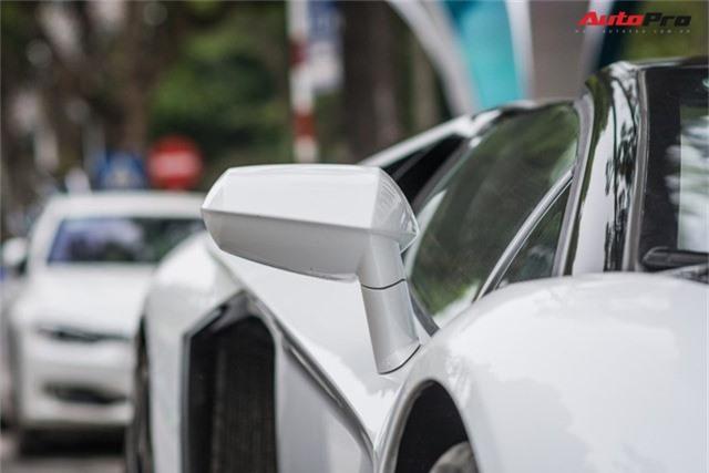 Lamborghini Aventador Roadster thứ 3 Việt Nam nâng cấp gói carbon khủng của Novitec - Ảnh 5.