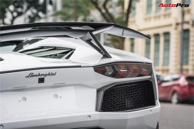 Lamborghini Aventador Roadster thứ 3 Việt Nam nâng cấp gói carbon khủng của Novitec - Ảnh 7.