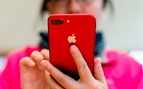 Tim Cook đã hạ dự báo doanh thu của Apple trong quý IV/2018 xuống còn 84 tỷ USD, so với mức 89 – 93 tỷ USD dự kiến trước đó.