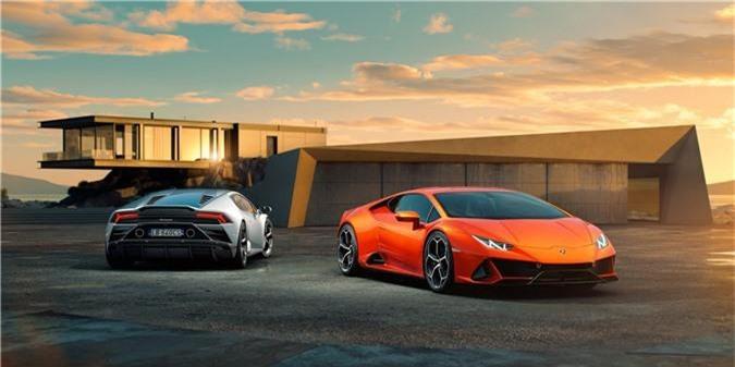 Lộ diện siêu xe Lamborghini Huracan EVO 2020, giá từ 261.274 USD. Sau hàng loạt những hình ảnh rò rỉ, Lamborghini Huracan EVO 2020 cuối cùng cũng lộ diện với những nâng cấp đáng kể cả về ngoại hình, nội thất và khả năng khí động học. (CHI TIẾT)