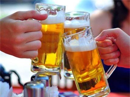"""Bán hơn 600 triệu lít bia, Habeco vẫn """"lo sốt vó"""" vì bia ngoại - Ảnh 1."""