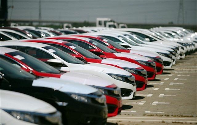 Nghịch lý mùa Tết, ô tô nội ế khách, đồng loạt giảm giá - Ảnh 2.