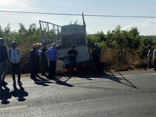 Chiếc ô tô tải va chạm với xe máy của ba chị em