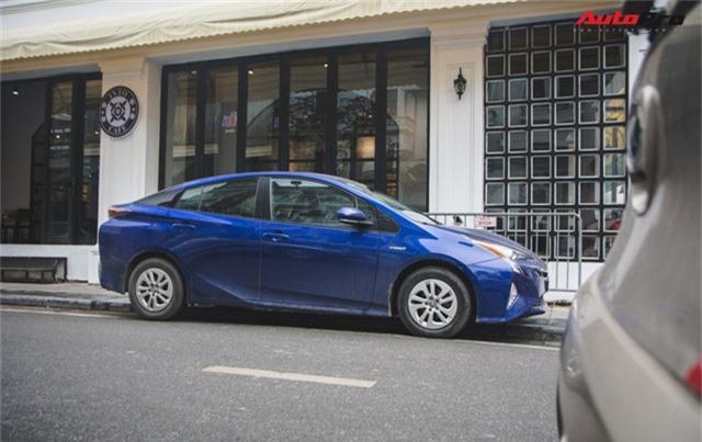 Bắt gặp mẫu xe hybrid bán chạy nhất toàn cầu tại Việt Nam - Ảnh 1.