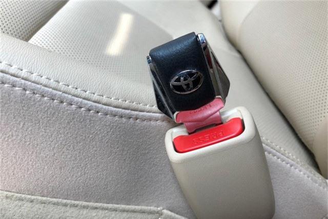 Món phụ kiện dành cho Hyundai Kona in dòng chữ khiến người mua giật mình suy ngẫm - Ảnh 2.