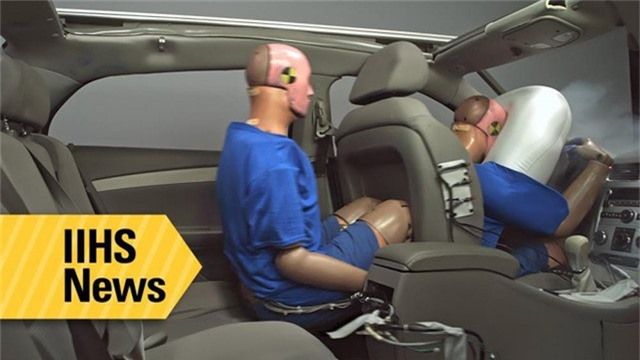 Món phụ kiện dành cho Hyundai Kona in dòng chữ khiến người mua giật mình suy ngẫm - Ảnh 3.