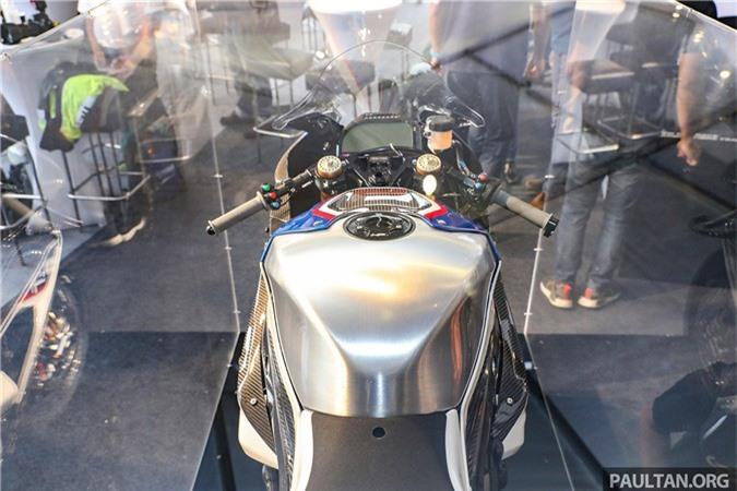 bmw-hp4-race-carbon-18.jpg