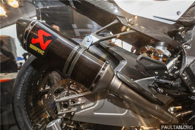 bmw-hp4-race-carbon-17.jpg