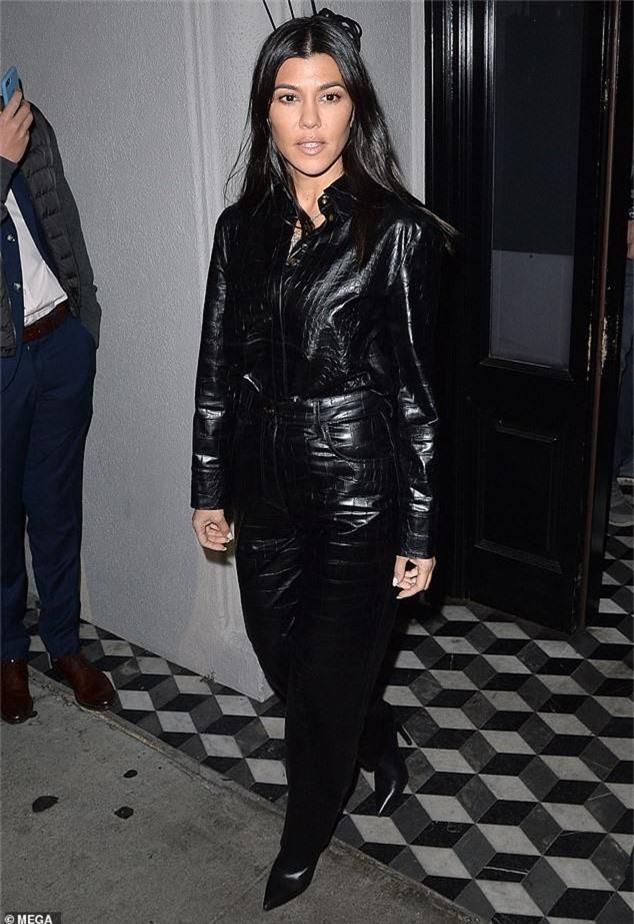 Con gái Kim Kardashian diện toàn đồ hiệu - Ảnh 10.