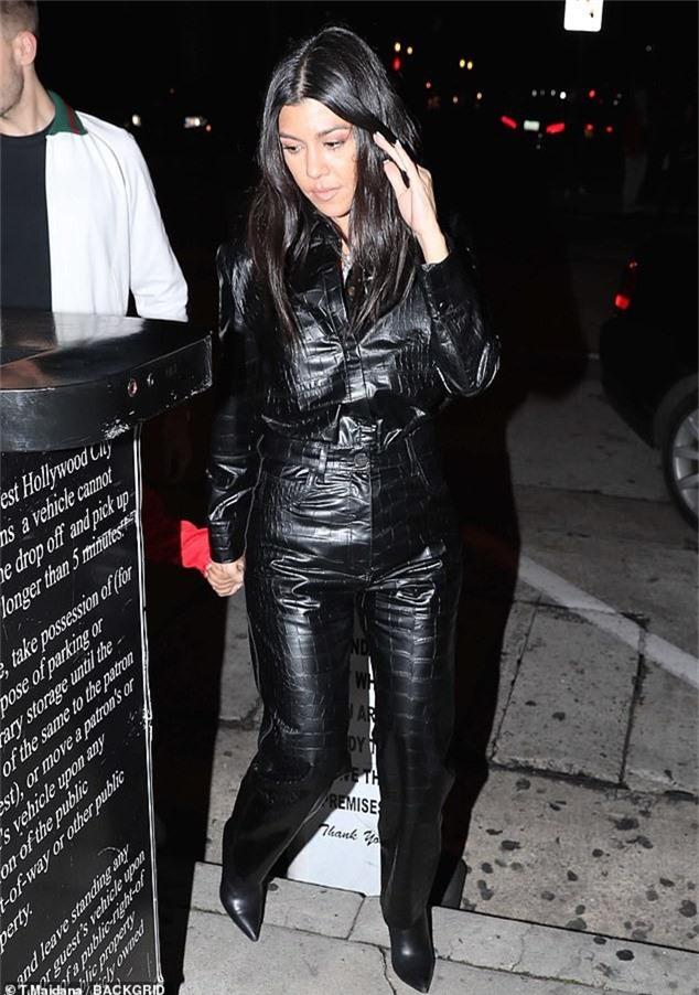 Con gái Kim Kardashian diện toàn đồ hiệu - Ảnh 3.