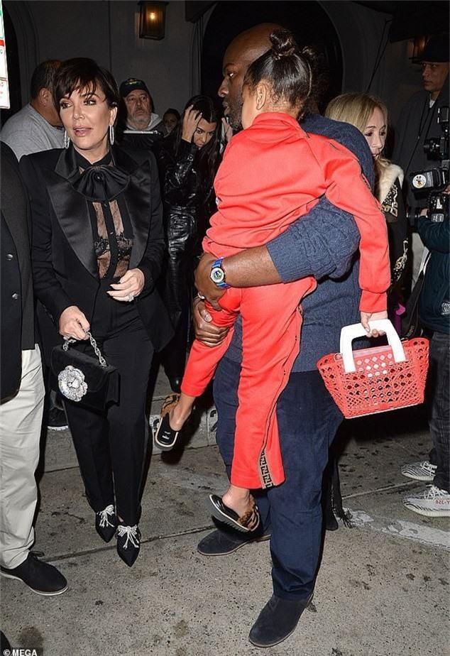 Con gái Kim Kardashian diện toàn đồ hiệu - Ảnh 4.