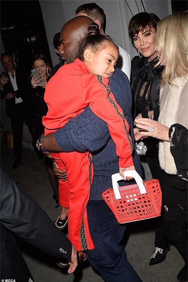 Con gái Kim Kardashian diện toàn đồ hiệu - Ảnh 9.