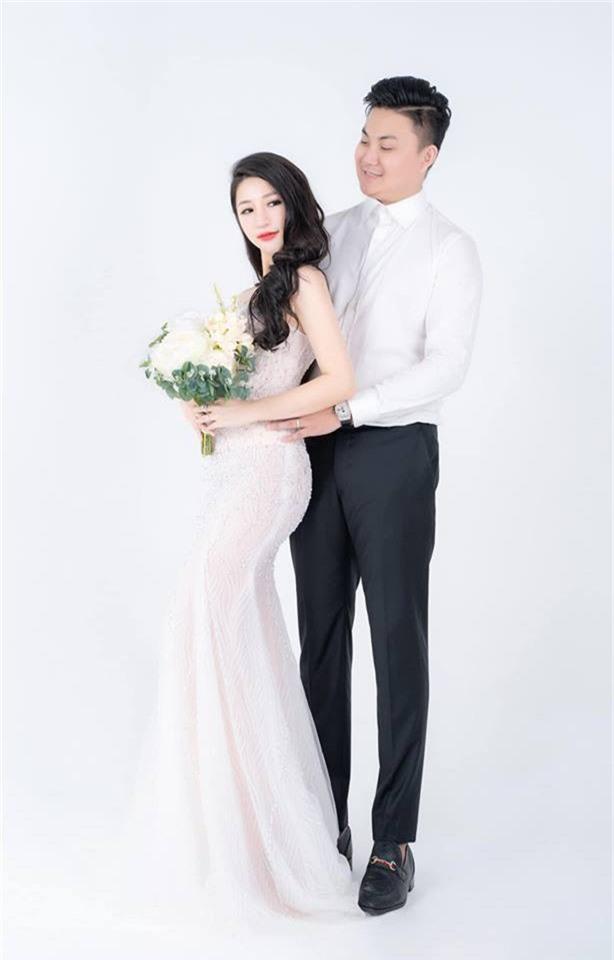 Trước giờ G, Vân Navy khoe váy cưới lộng lẫy tự thiết kế, bật mí không gian cưới hoành tráng do chị gái tặng - Ảnh 1.