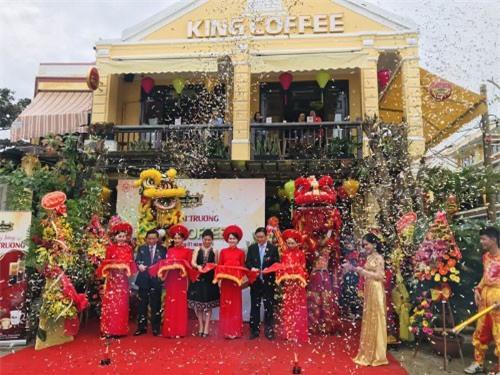 Bà Lê Hoàng Diệp Thảo khai trương thêm quán King Coffee mới tại Hội An