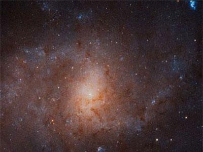 Thú vị cảnh thiên hà Triangulum lọt ống kính Hubble
