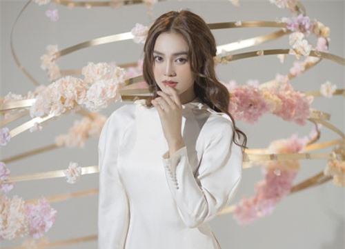 """""""Gái già"""" Ninh Dương Lan Ngọc khiến fan mãn nhãn với vẻ quyến rũ trong tà áo dài truyền thống đón Tết"""