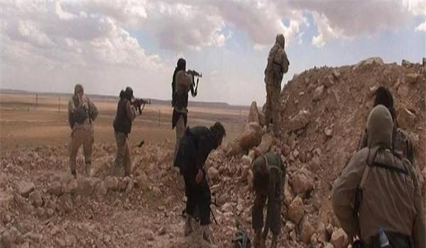 IS lũ lượt rút khỏi pháo đài chiến lược ở Đông Syria