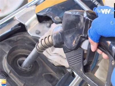 TP.Hồ Chí Minh: Khách hàng tự đổ xăng và thanh toán tại 11 cây xăng