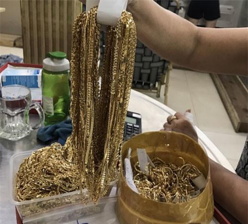 """Vụ tạm giữ số vàng """"khủng"""" nghi bất hợp pháp ở Quảng Nam: Đối tượng khai nhặt được"""