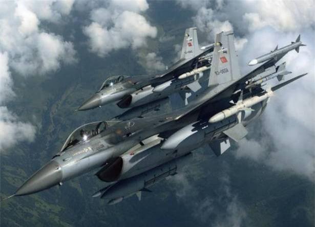 Một loạt chiến cơ Thổ Nhĩ Kỳ xuất hiện ở Tây Bắc Syria