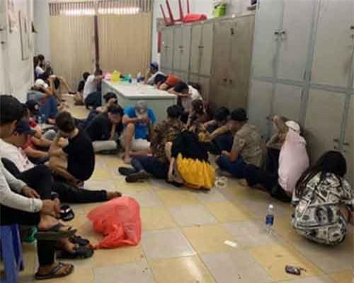 TPHCM: Phát hiện hàng chục 'dân bay' phê thuốc trong vũ trường