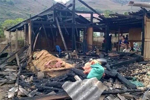 Điện Biên: Chồng mua xăng về đốt nhà, vợ tử vong