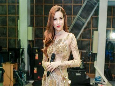 Hồ Ngọc Hà đeo vàng 'đỏ người', một mình tất bật chạy show dịp cuối năm