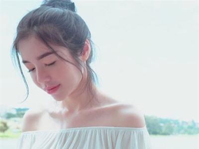 Elly Trần tung ảnh gợi cảm khoe bộ phận cơ thể mà cô yêu nhất