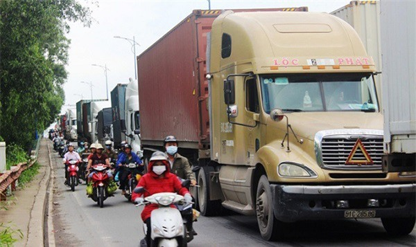 Nổi lo hung thần xe tải hạng nặng dịp cận Tết