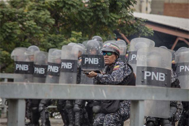 Biểu tình bùng phát tại Venezuela sau khi lãnh đạo đối lập tự nhận là tổng thống lâm thời - 6