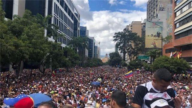 Biểu tình bùng phát tại Venezuela sau khi lãnh đạo đối lập tự nhận là tổng thống lâm thời - 8