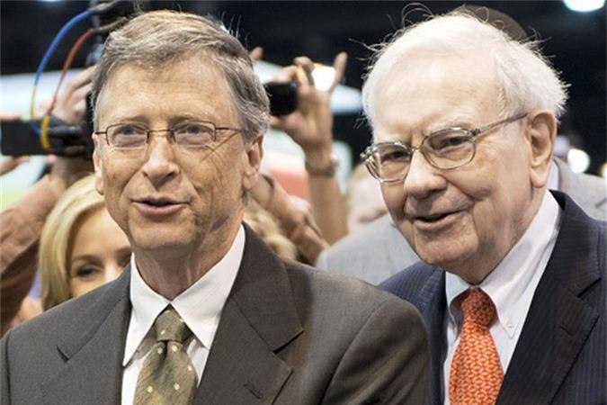 Tỷ phú Bill Gates (bên trái) và nhà đầu tư huyền thoại Warren Buffett (bên phải). Ảnh: BI.