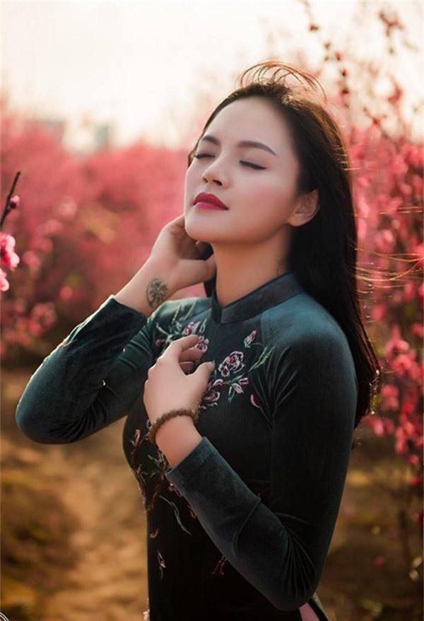 Khi được nhiếp ảnh gia gửi cho những tấm ảnh này, Thu Quỳnh phải thốt lên vì thấy mình ngày càng giống mẹ - nghệ sĩ múa Nga Cao.