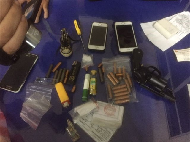 Thanh niên mang khẩu súng Rulo và 21 viên đạn đi chơi Tết