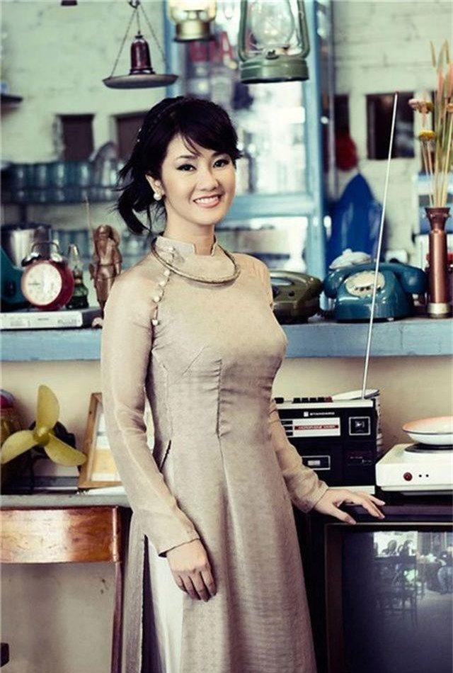 may-ai-u50-mac-ao-dai-quyen-ru-duoc-nhu-diva-hong-nhung-hinh-anh-1603-336.jpg