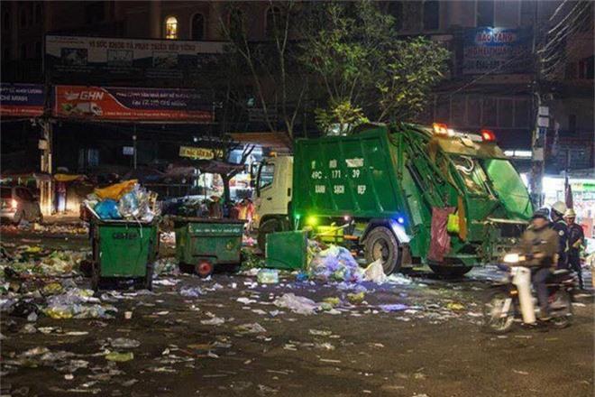 Đường phố Đà Lạt ngập ngụa trong biển rác những ngày đầu năm mới Kỷ Hợi - Ảnh 8.