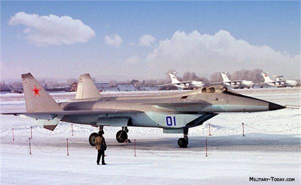 F-22 danh bai may bay the he 5 dau tien cua Nga nhu the nao?