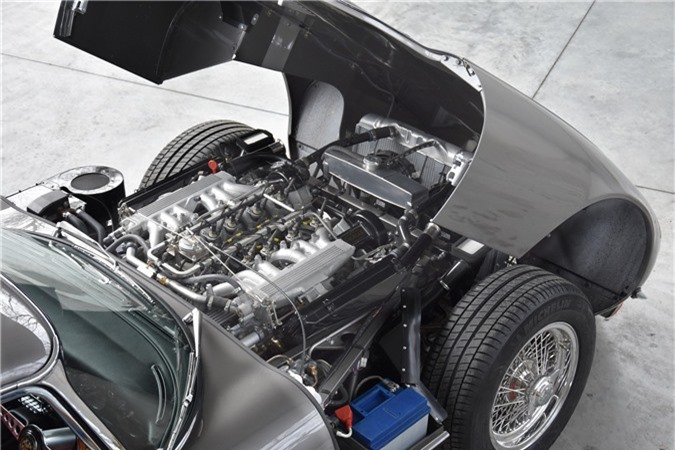Thiết kế động cơ xe Jaguar E-Type 3 2+2