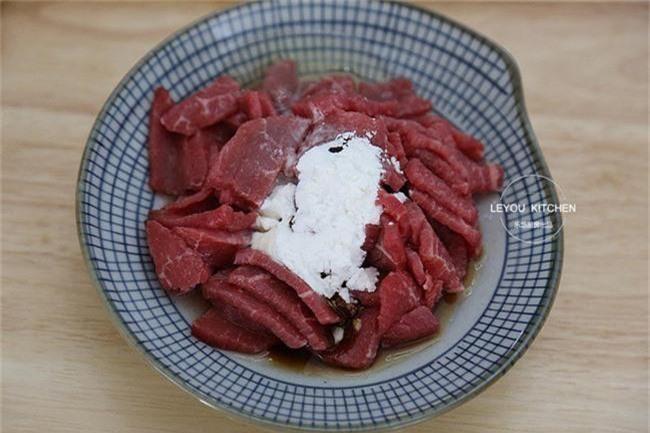 Món bò sốt tiêu đen vừa khô vừa dai là do bạn đã không ướp đúng theo công thức chuẩn này - Ảnh 3.