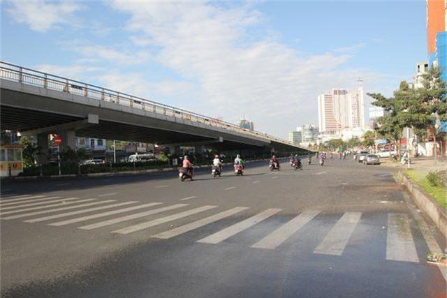 Đường phố Sài Gòn thênh thang đến lạ trong ngày làm việc đầu năm - 13