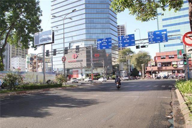 Đường phố Sài Gòn thênh thang đến lạ trong ngày làm việc đầu năm - 17